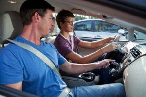 передача управления транспортного средства лицу без прав